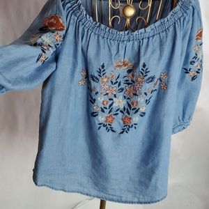 Westport Size M Embroidered Top
